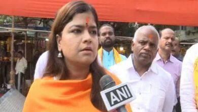 Photo of BJP MP Poonam Mahajan visits Siddhivinayak temple before filing nomination