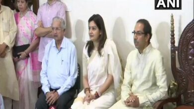 Photo of Priyanka Chaturvedi joins Shiv Sena hours after resigning from Congress