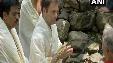 Photo of Rahul performs rituals for late family members, Pulwama attack victims at Kerala temple