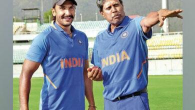 Photo of Ranveer Singh bowled over by Shane Warne, Gavaskar