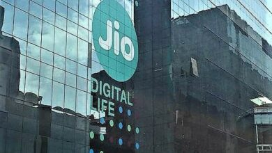 Photo of Jio adds most subscribers in April; Airtel, VIL lose