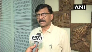 Photo of Those charged with sedition should be stopped from going to Parliament: Sanjay Raut