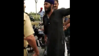 Photo of Sikh driver pulls out sword against UP cop for tugging beard, video goes viral
