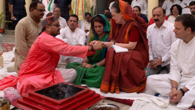 Photo of Sonia Gandhi conducts 'hawan' before filing nomination