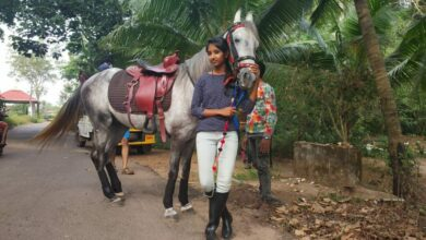 Photo of This Kerala girl who gallops to class 10 exams on horseback wins Anand Mahindra's heart