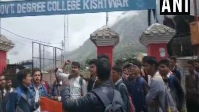 Photo of J-K : Govt college students protest demanding hoisting of national flag