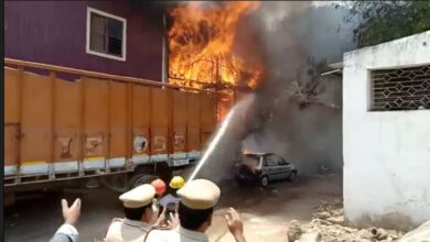 Photo of Hyderabad: Massive Fire breaks out from a godown at Moazzam jahi Market