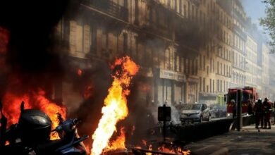 Photo of Paris: Yellow Vest protesters attack police with excreta-like substance, torch vehicles