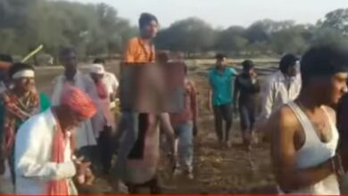 Photo of Video: Woman beaten up, forced to carry husband on shoulders