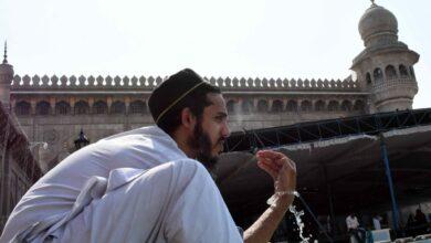 Photo of Amid high temperature, Muslims performing 'vuzu'
