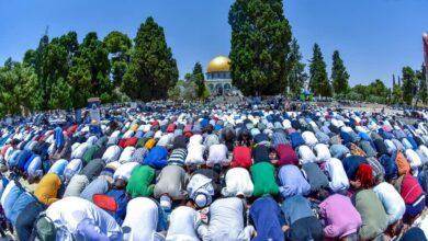Photo of Final Friday of Ramadan: 200,000 pray at Al-Aqsa mosque