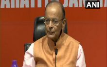 Jaitley does not attend Cabinet, meets officials at home