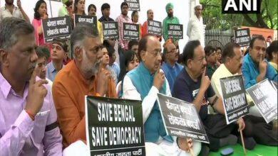 Photo of BJP holds silent protest at Jantar Mantar over violence at Amit Shah's Kolkata roadshow