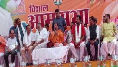 Photo of 'Gandhi' in Rahul's name not associated with Mahatma Gandhi but Feroze Gandhi: Uma Bharti