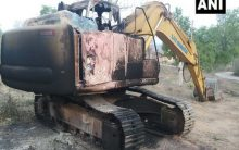 Maoists torch 1 machine at construction site in Bihar