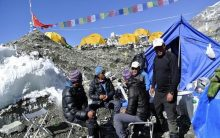 77 Indian hikers on their way to Everest peak