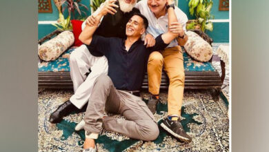 "Photo of Akshay Kumar shares adorable picture with his B-town ""friends"""