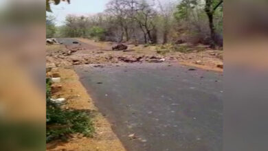 Photo of Naxals blow up police vehicle in Maharashtra's Gadchiroli; 10 injured