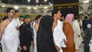 Photo of Imran Khan performs Umrah with his wife, video goes viral
