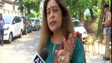 Photo of EC serves notice to BJP candidate Kirron Kher for using children