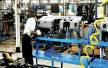 Industrial production slips 0.1 pc in March with a slowdown in manufacturing