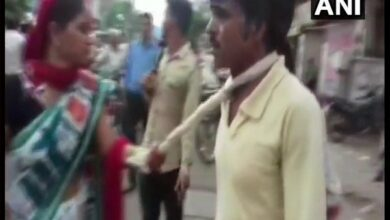 Photo of Mathura: Woman takes man to police, accuses him of mobile theft