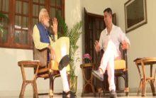 Akshay Kumar congratulates PM Modi for 'historic win'