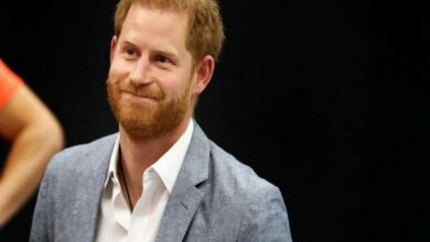 Photo of Prince Harry gushes about Archie during hospital visit