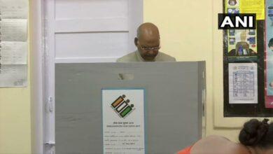 Photo of President Kovind, wife cast vote in Delhi
