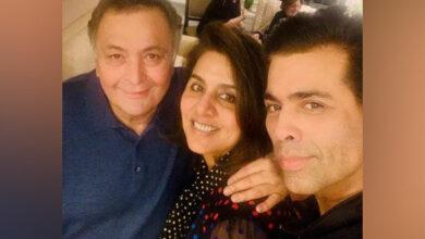 Photo of Karan Johar meets his 'favourite couple of Indian cinema', posts heartfelt note