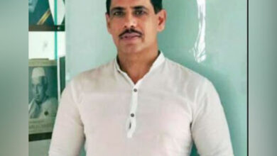 """Photo of After """"questioning of approximately 70 hours"""", Vadra appears before ED again"""