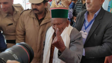 Photo of Himachal Pradesh: One of India's first voters casts vote for 32nd time