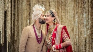 Photo of On the 1st anniversary, Anand Ahuja shares 'shoe fits' with wife Sonam, calls her his 'guiding star'