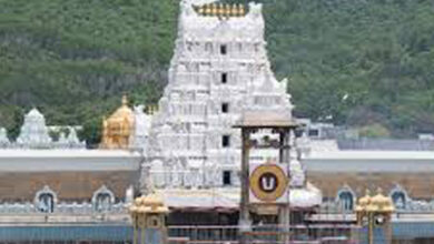 Photo of Politicos line up at Tirumala to seek Lord Balaji's blessings