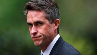 Photo of British Defense Secretary sacked over Huawei leak