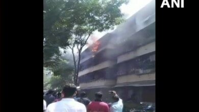 Photo of Mumbai: 15-yr-old dies after building catches fire in Dadar