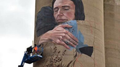 Photo of Another feather in NZ PM's cap; Australia unveils giant mural with image showing her hugging Muslim woman