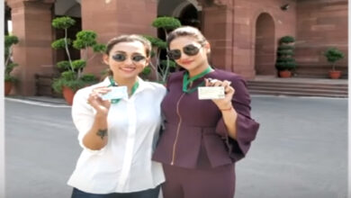 Photo of Tollywood Stars-Turned-MPs Mimi and Nusrat pose in western in Parliament; trolled