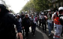 Clash erupts between police, protesters in Paris May Day rally