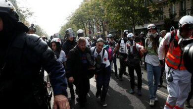 Photo of Clash erupts between police, protesters in Paris May Day rally