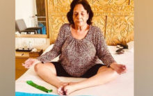 #InternationalYogaDay: Akshay Kumar share a picture of his mother practicing yoga