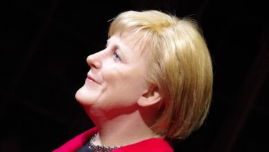 Photo of Angela Merkel trembles again at event, offered glass of water, refuses
