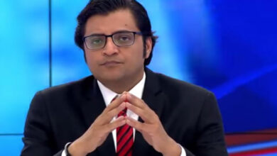 Photo of Arnab Goswami defends Nusrat Jahan's freedom of choice; Guest exposes hypocrisy