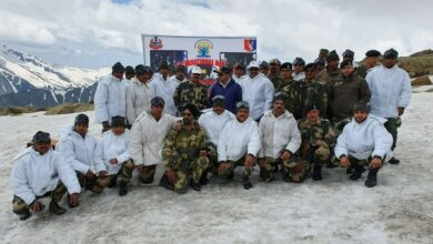 Photo of Uttarakhand: Yoga performed by BSF personnel at 14K feet on LOC in Dehradun