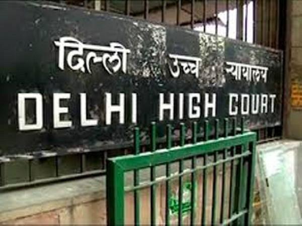 auto driver beaten by delhi police