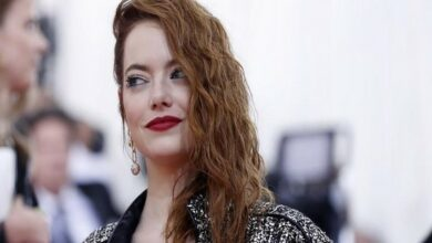 Photo of Emma Stone recovering from shoulder injury