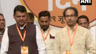 Photo of Ahead of state polls, Fadnavis refers to Uddhav Thackrey as 'elder brother' at Shiv Sena's foundation day
