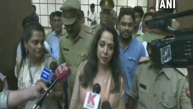 Photo of Hema Malini meets Yogi Adityanath, discusses Mathura's development