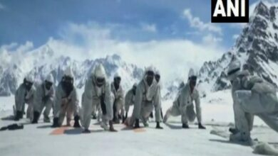 Photo of Yoga Day: Indian Army personnel perform asanas in Siachen