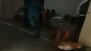 Photo of Jabalpur hospital staff drags patient for X-Ray on bed sheet